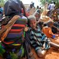 Vluchtelingen wachten op hulp in Kamp IFO.